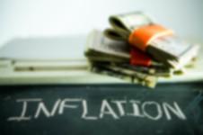 l'inflation représentée par un tas d'argent sans valeur