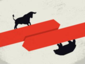 le taureau du marché haussier de l'or représenté debout sur une flèche rouge montant et l'ours du marché baissier des actions boursières représenté debout à l'envers sur une flèche rouge vers le bas.