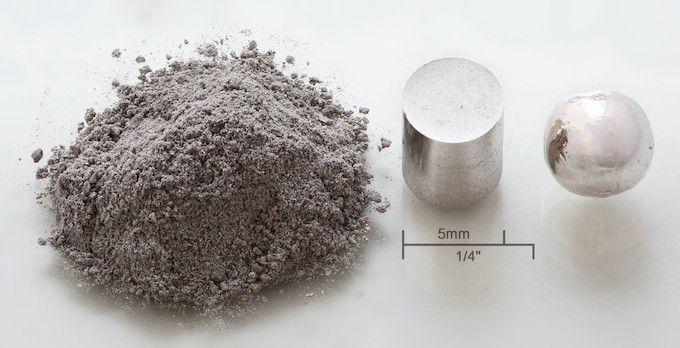 rhodium sous diverses formes physiques, en poudre, pressé et en boule